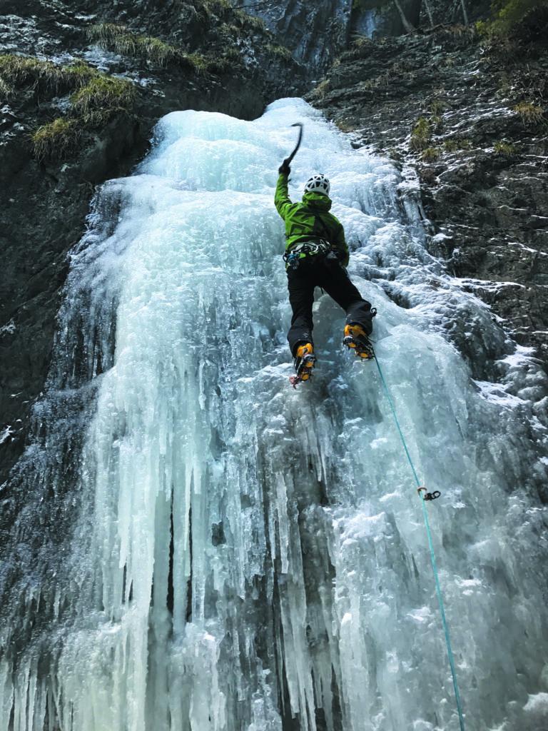 ice-climbing-slovak-paradise